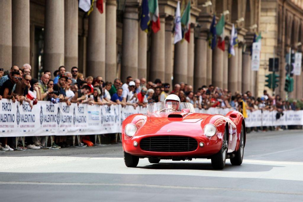 c76f45d7ad3ad0 Gran Premio Parco Valentino gran sfilata finale con 200 equipaggi ...