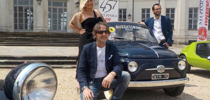 Diego D. Testolin fissa sulla tela il mito della pop car: la Fiat 500