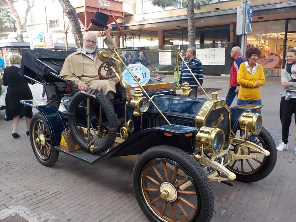 Riccione san marino le centenarie scalano la rocca del titano auto moto triciclo fiat tipo 1 - Titan bagno san marino ...